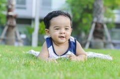 Rapaz pequeno feliz Imagens de Stock Royalty Free