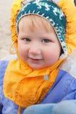Rapaz pequeno na caminhada Imagens de Stock