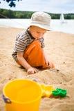 Rapaz pequeno na praia Imagem de Stock Royalty Free