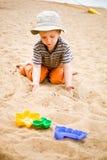 Rapaz pequeno na praia Fotos de Stock Royalty Free