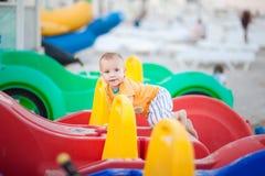Rapaz pequeno na praia no catamarã fotografia de stock royalty free