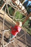 Rapaz pequeno no frame da corda Foto de Stock