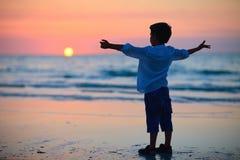Rapaz pequeno no por do sol Imagens de Stock Royalty Free