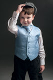 Rapaz pequeno no tampão e na veste azul Fotos de Stock Royalty Free