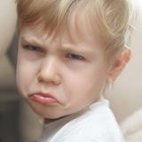 Rapaz pequeno ofendido Imagem de Stock