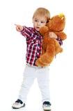 Rapaz pequeno que abraça um urso de peluche Imagem de Stock