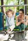 Rapaz pequeno que balança em barras de macaco Imagem de Stock Royalty Free
