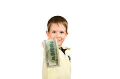 Rapaz pequeno que dá a conta de dinheiro 100 dólares americanos Fotos de Stock