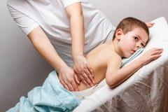 Massagem das crianças Imagens de Stock