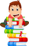 Rapaz pequeno que escala um livro Fotografia de Stock Royalty Free