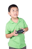 Rapaz pequeno que guarda um controlo a distância de rádio (monofone de controlo) para o helicóptero, o zangão ou o plano isolados fotografia de stock royalty free