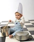 Rapaz pequeno que joga com potenciômetros Imagens de Stock Royalty Free
