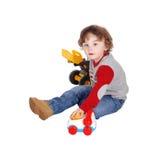 Rapaz pequeno que joga com seus brinquedos Fotos de Stock Royalty Free