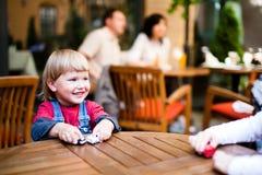 Rapaz pequeno que joga e que sorri Imagens de Stock Royalty Free