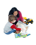 Rapaz pequeno que lê seus livros Imagens de Stock