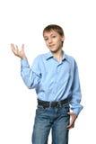 Rapaz pequeno que mostra mostrando algo Fotos de Stock Royalty Free