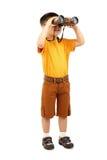 Rapaz pequeno que olha através dos binóculos Foto de Stock Royalty Free