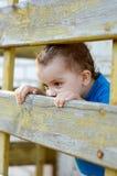 Rapaz pequeno que olha para fora Foto de Stock Royalty Free