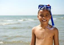 Rapaz pequeno que sorri com tubo de respiração Fotos de Stock Royalty Free