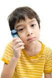 Rapaz pequeno que usa o inalador da asma para respirar fotos de stock royalty free