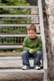 Rapaz pequeno triste Imagens de Stock
