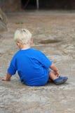 Rapaz pequeno triste Imagem de Stock