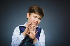 Rapazes pequenos assustado e chocados do close up Expressão humana da cara da emoção Fotografia de Stock Royalty Free