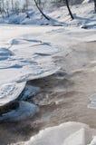 Rapid morno sob o gelo com névoa Foto de Stock
