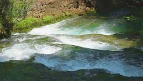 Rapide sur la rivière clips vidéos