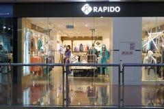 Rapido shoppar i den amoy staden, porslin Arkivbilder