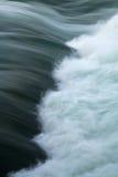 Rapids actuels de Whitewater de fleuve Images libres de droits