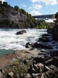 Rapids de l'eau blanche Photographie stock