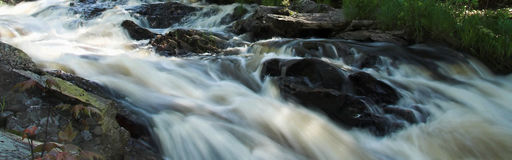 Rapids panorámicos del río Imágenes de archivo libres de regalías