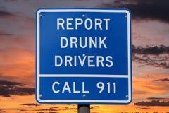 Raport Pijący kierowcy znak z zmierzchem Fotografia Stock