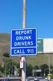 Raporty pijący kierowcy znaka ulicznego Zlani stany fotografia royalty free