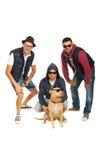 Rapparemusikband med pitbullhunden Arkivbild