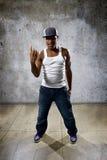 Rapper auf einer schmutzigen Wand Stockfotos