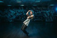 Rapper masculino no estúdio da dança, executor da batida Foto de Stock Royalty Free