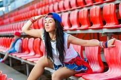Rapperhaltungs-Pochensänger-Hip-Hop Tänzer Stockfotografie
