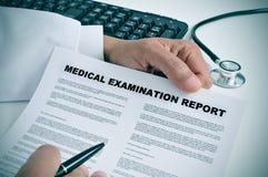 Rapport d'examen médical Photographie stock