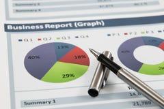 Rapport för analys för affärsgraf Arkivbilder