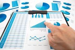 Rapport för analys för affärsgraf arkivfoton
