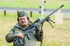 Rappresentante del fucile costante ORSIS T-5000 di manifestazioni Immagine Stock