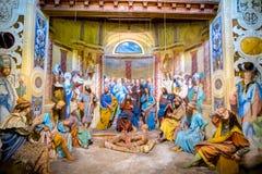 Rappresentazione biblica di scena del carattere di Jesus Christ che fa un miracolo che guarisce un paralitico Fotografie Stock