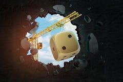 rappresentazione 3d della gru di costruzione e della lacuna vista attraverso dadi dorati del casinò in parete nera fotografie stock libere da diritti