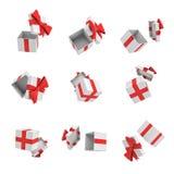 rappresentazione 3d di molti contenitori di regalo bianchi con la copertura aperta e un volo rosso dell'arco sul fondo bianco Fotografie Stock Libere da Diritti