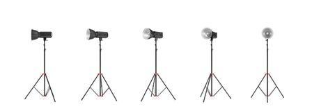 rappresentazione 3d di un flash della foto dello studio con il supporto del riflettore negli angoli differenti Fotografie Stock
