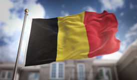 Rappresentazione della bandiera 3D del Belgio sul fondo della costruzione del cielo blu Fotografie Stock Libere da Diritti