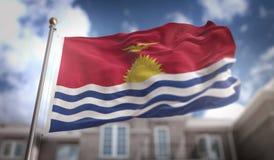 Rappresentazione della bandiera 3D del Kiribati sul fondo della costruzione del cielo blu Immagini Stock