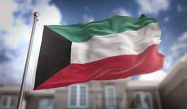 Rappresentazione della bandiera 3D del Kuwait sul fondo della costruzione del cielo blu Fotografia Stock Libera da Diritti